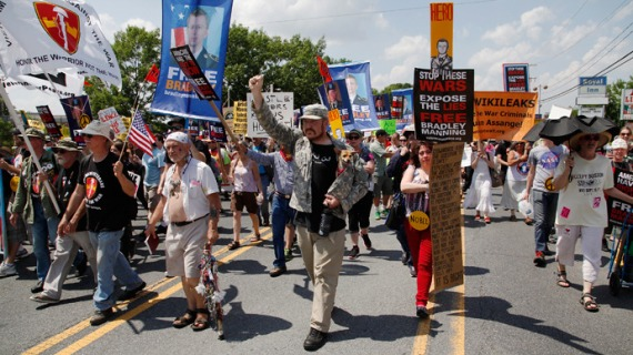 protests-bradley-manning-trial.si