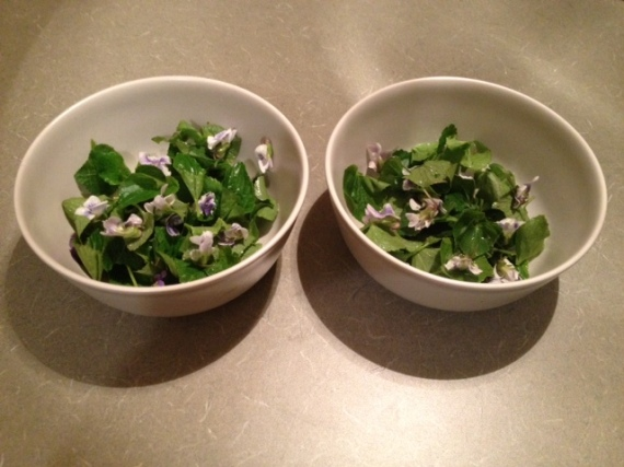 Salad with violets